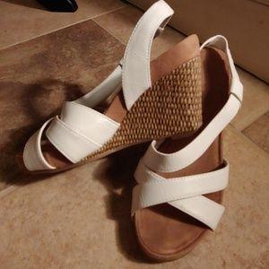 Aerosoles white leather sandals 6.5